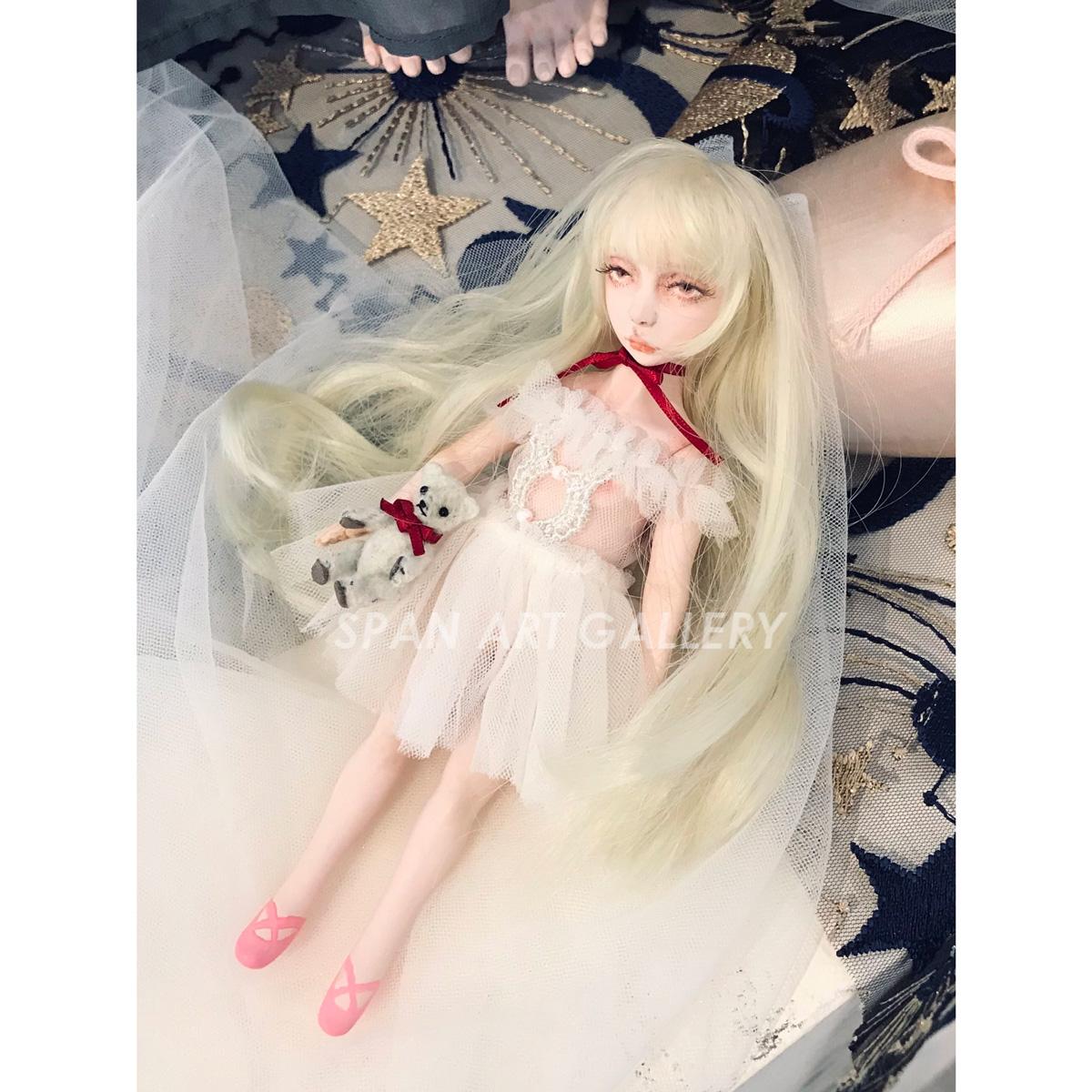 高齊りゅう 人形『子供部屋の退屈』